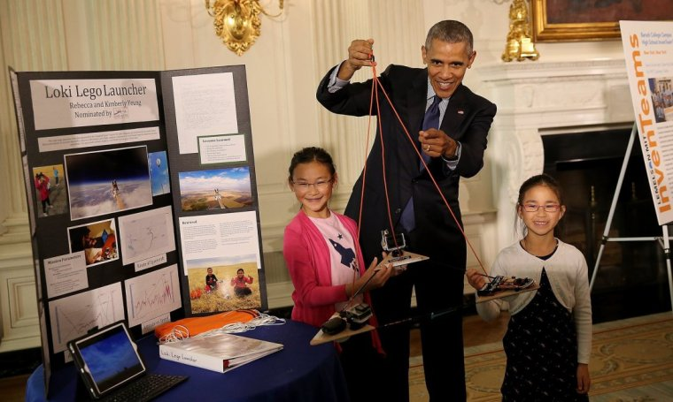 000president-obama-with-rebecca-and-kimberly